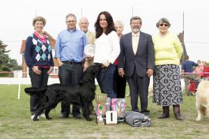 De winnares van de Belgische Retriever Club Show 2014 met de keurmeesters en burgemeester