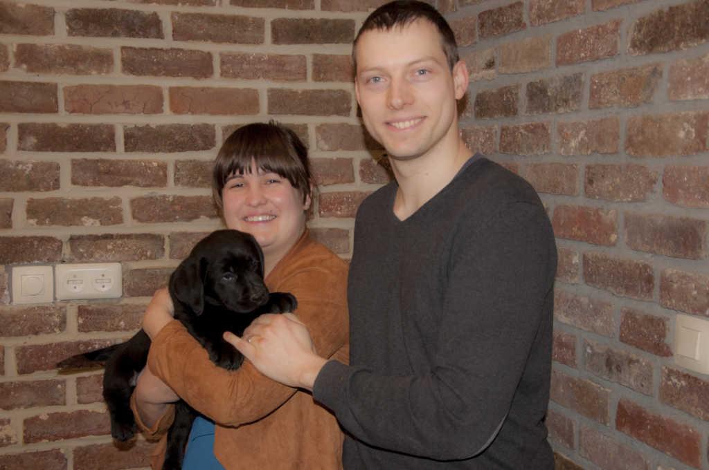 Pippa Yochiver, zwart labradorteefje van Labradors Yochiver